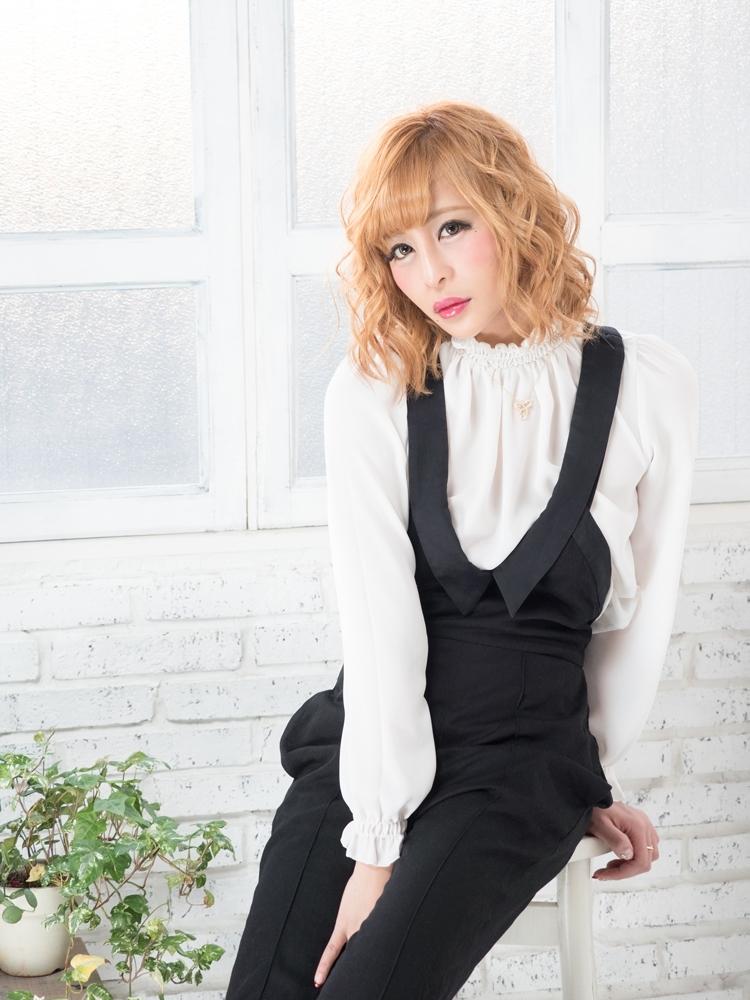 桜井野の花キャバ嬢私服