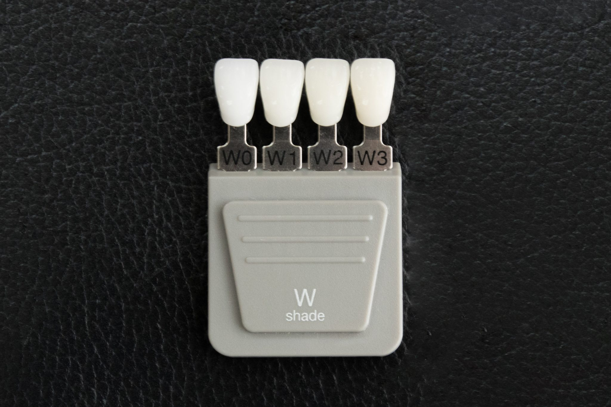 W0がもっとも白い色。