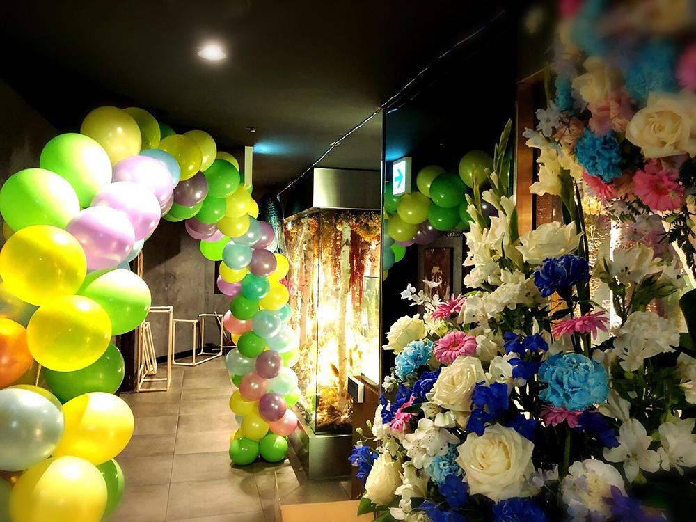 嵐だろうがイベントが有る限り働き続ける影の主役、花屋の実態